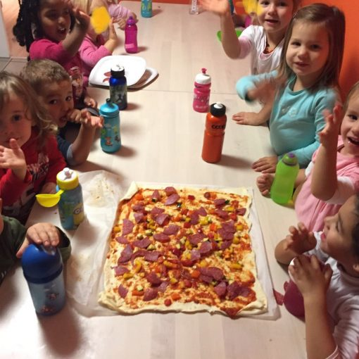 "Es ist ""Pizza-Party-Time"" in der KITA minido …!"