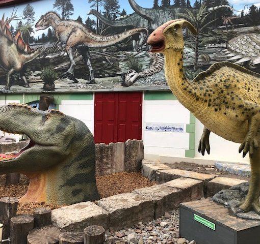Die Spatzen im Dino-Museum